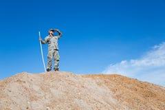 Путешественник на холме стоковое изображение