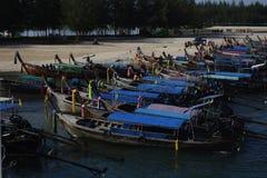 Путешествием шлюпки длинного хвоста можно насладиться на каникулах к островам Таиланда стоковое фото rf