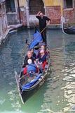Путешествие гондолы в Венеции Италии Стоковые Изображения