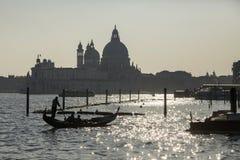 Путешествие гондолы на заходе солнца в Венеции Стоковая Фотография RF