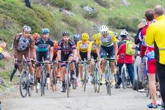 Путешествие Италии: Гонки велосипедиста на грязной улице горы Стоковая Фотография