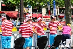 путешествие de Франции вентиляторы энергии укомплектовывают личным составом детенышей спорта Франция paris Стоковая Фотография