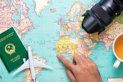 Путешествия отключение Каникулы - взгляд сверху самолета, камеры, пасспорта Стоковое Изображение