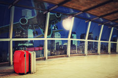 Путешествовать багаж на крупном аэропорте Стоковое фото RF