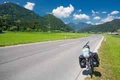 Путешествовать велосипед на дороге в Словении стоковая фотография