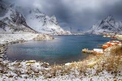 Путешествовать и назначения Норвегии Живописная точка зрения Reine стоковые фотографии rf