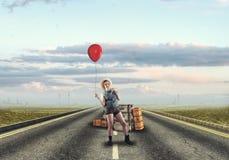 Путешествовать маленькой девочки стоковая фотография