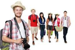 Путешествовать по всему миру с друзьями стоковые изображения