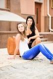 Путешествовать 2 подруг Стоковая Фотография