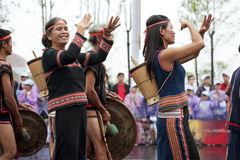 Путешествовать представление выставки въетнамских фольклорных танцоров Стоковые Изображения