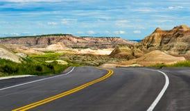 Путешествовать через неплодородные почвы Северной Дакоты стоковое фото rf
