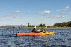 Путешествовать kayakering река Jämtland Швеция Enan стоковые фотографии rf