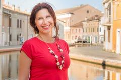 Путешествуйте женщина на каникулах в маленькой Венеции Стоковые Фото