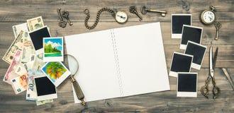 Путешествуйте книга дневника, изображения праздников, банкноты денег наличных денег Стоковые Изображения