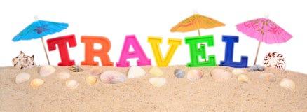 Путешествуйте письма на песке пляжа на белизне Стоковая Фотография