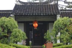 Путешествующ старый городок и наслаждающся выпущенным временем в дне светлого дождя (Jiaxing, Китае) Стоковые Фотографии RF