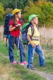2 путешествуя дет с рюкзаками Стоковая Фотография