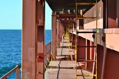 Пути прохода палубы контейнеровоза стоковые фотографии rf