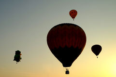 ПУТРАДЖАЙЯ, МАЛАЙЗИЯ - 14-ое марта, горячий воздушный шар в полете на седьмую фиесту 14-ое марта 2015 воздушного шара Путраджайя  Стоковые Изображения RF