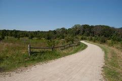 Путь велосипеда в лете с деревенской загородкой Стоковое Изображение RF