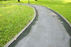 Путь велосипеда в зеленом парке Стоковая Фотография RF