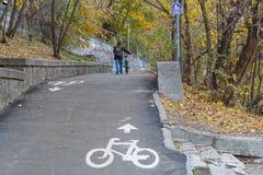 Путь велосипеда в парке осени Стоковое Фото