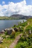 Путь вокруг национального парка Cumbria Англии Великобритании района озера вод Ennerdale стоковая фотография rf