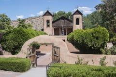 Путь входа Santuario De Chimayo исторический в часовню ориентира римско-католической церков самана в Неш-Мексико место паломничес стоковое изображение rf