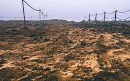 Путь в Исландии предусматривал в тумане Выглядеть как Марс стоковое изображение rf