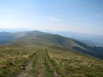 Путь в прикарпатских горах, западная Украина высоких гор Стоковые Фото
