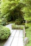 Путь в японском саде стоковое изображение rf