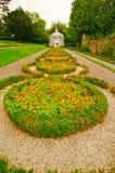 Путь газебо и прогулки в английском официально саде Стоковые Фото