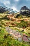 Путь горы водя к пику стоковая фотография rf