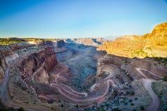 Путь грязи замотки через гигантский каньон Стоковое фото RF
