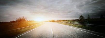 Путь дороги препровождает направление стоковые фотографии rf