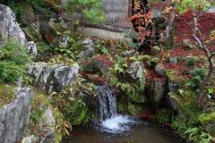 путь декоративного сада японский облицовывает поток традиционный стоковые изображения