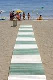 путь Испания пляжа зеленый ведущий к белизне Стоковое Фото