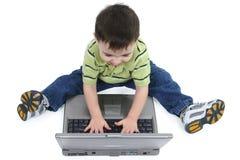 путь компьтер-книжки клиппирования мальчика смеясь над Стоковая Фотография