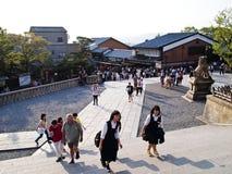 Путь к виску Kiyomizu, Киото, Японии Стоковая Фотография