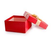 Путь клиппирования подарочной коробки красного цвета открытый пустой Стоковые Фотографии RF