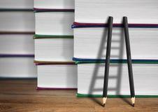 Путь к концепции знания, лестнице карандаша с книгами Стоковое фото RF