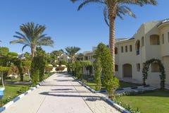 Путь к коттеджам на курорте оазиса гостиницы грандиозном Стоковые Изображения