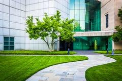 Путь к музею изобразительных искусств в Балтиморе, Мэриленде стоковая фотография rf