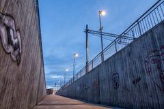 Путь к подполью на железнодорожном вокзале стоковые фотографии rf