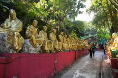 Путь к 10 тысяч монастырю Buddhas в Гонконге Стоковые Фото