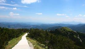 Путь над горами в национальном парке Lovcen Стоковое фото RF