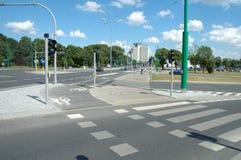 Путь дорожки и велосипеда на улице в Poznan, Польше Стоковое Изображение RF