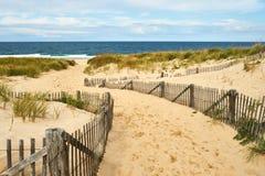 Путь пути к пляжу на треске накидки стоковые изображения