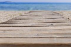 Путь пляжа деревянные и предпосылка моря Стоковые Фотографии RF