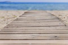 Путь пляжа деревянные и предпосылка моря Стоковая Фотография RF